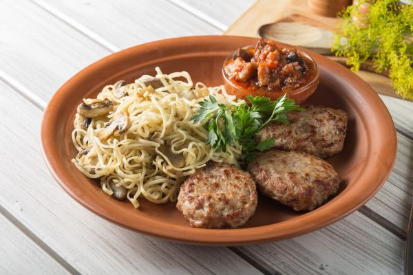 spagetti-kotlety-bliudo1A5C9257-5713-B7B4-5725-CE201F687125.jpg